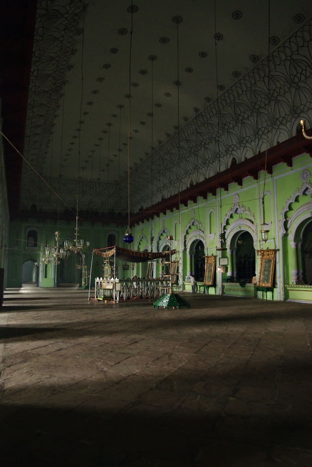 Imambara_great hall_02_usp